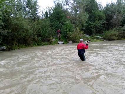 На Франківщині авто з людьми впало у гірську ріку