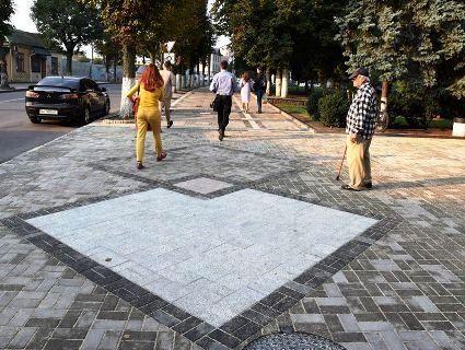 Посадовець міської ради розповів, чим особлива бруківка, яку викладають на Винниченка у Луцьку