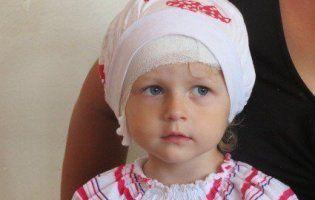 Дитині, яка від народження не чула, провели унікальну операцію