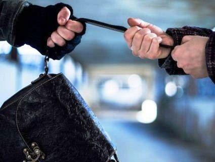 Луцькі слідчі оголосили про підозру зухвалому грабіжнику