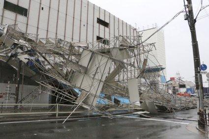Тайфун в Японії: сотні постраждалих, десятки загиблих (фото, відео)