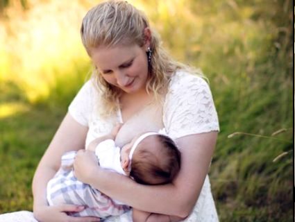 Жінка із унікальними грудьми рятує немовлят (фото)