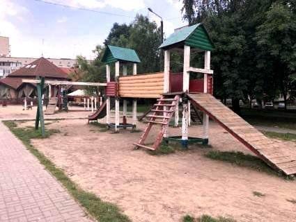 У Луцьку демонтують дитячий ігровий комплекс
