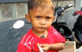 Дворічний хлопчик випалює по дві пачки цигарок у день