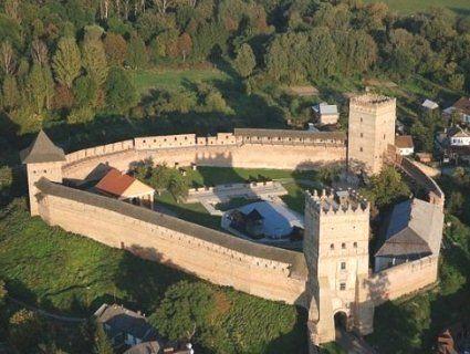 У Луцьку створили перший тактильний бронзовий макет Луцького замку