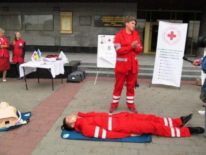 У центрі Луцька «відкачували» людей (фото)