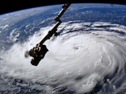 Ураган «Флоренс» нарощує силу в загрозливому темпі. НАСА виклала відео