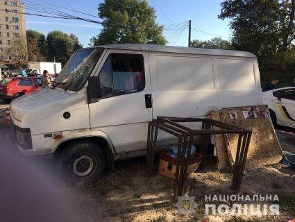 Вбивство: у Львові знайшли труп у фургоні