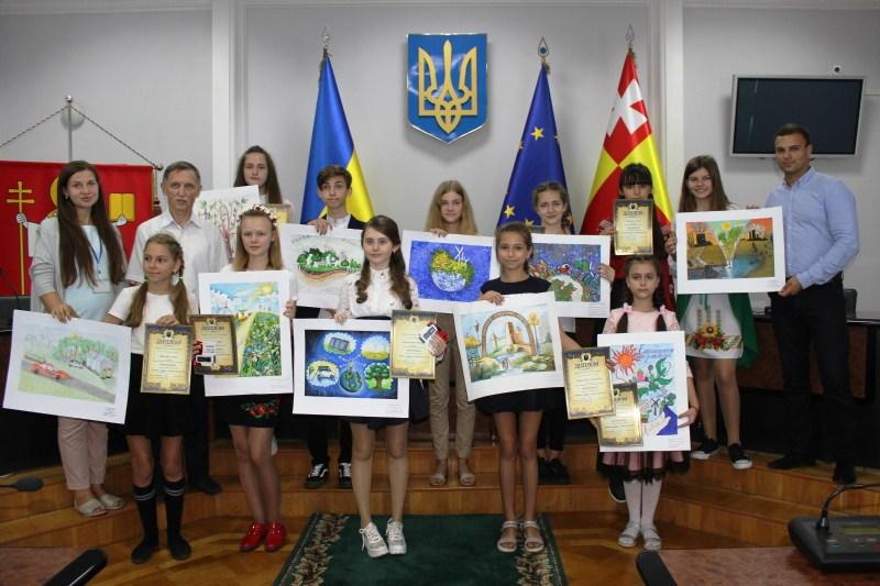 Луцькі школярі отримали дипломи та подарунки від Луцької міської ради