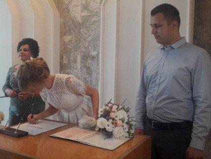 Радник міністра юстиції України у Луцьку привітав чотиритисячну пару молодят
