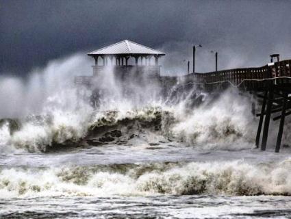 Шторм «Флоренс» дістався узбережжя США: фото та відео наслідків