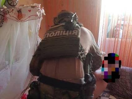 Поліція: бердичівський виродок, який знімав у порно 8-місячну дочку, її ще й ґвалтував