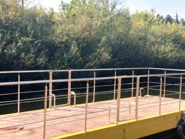 Плаваючий причал у Луцьку через річку Стир