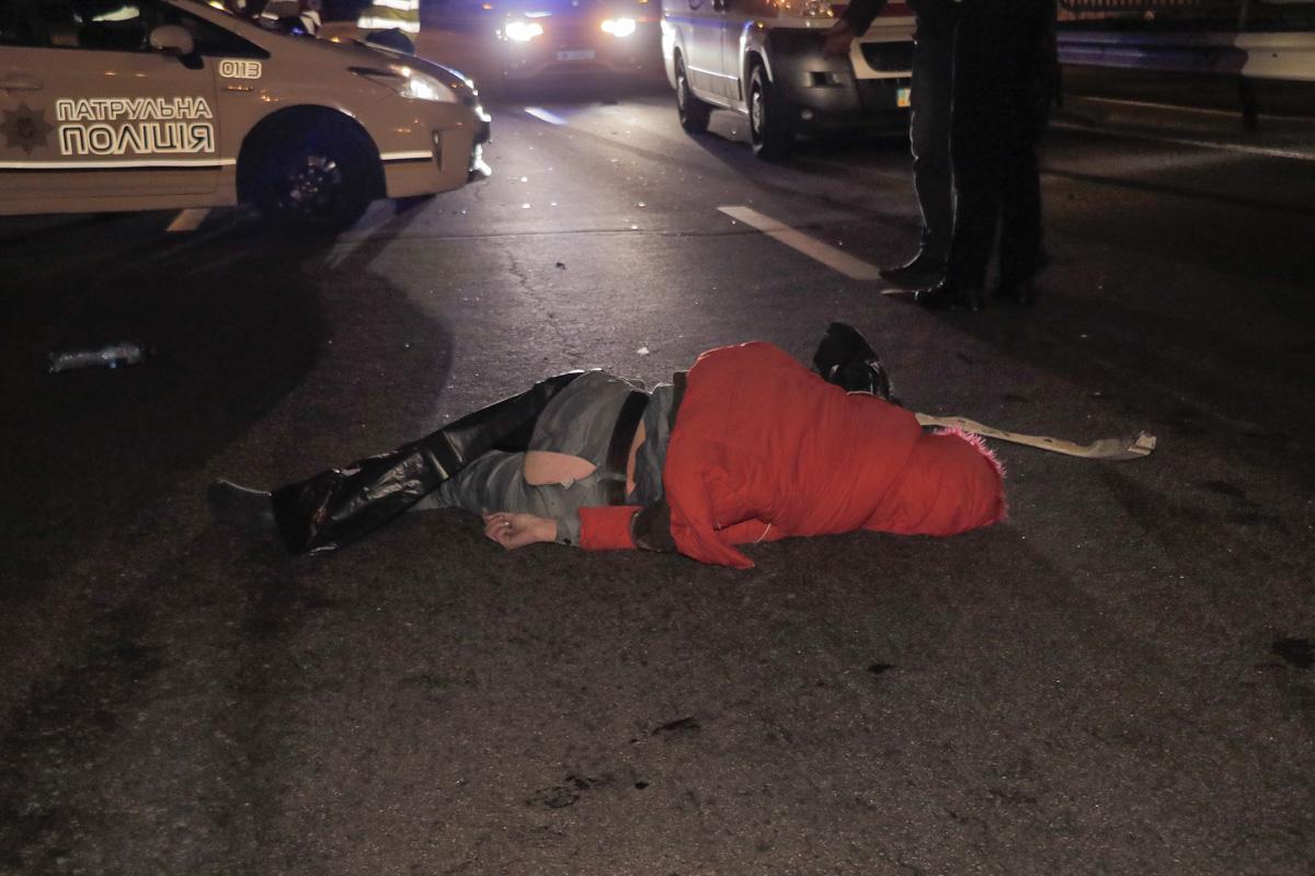 У Києві на Столичному шосе Mercedes збив на смерть жінку