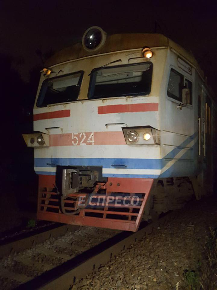 Потяг збив