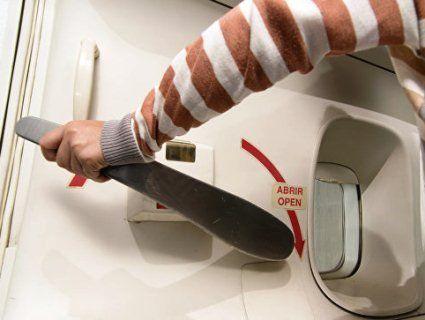 Переплутав вихід з літака з туалетом і ледь не вбив 150 людей