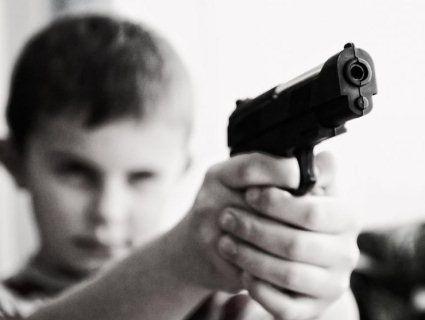 На Запоріжжі першокласник вимагав у ровесників гроші, наставляючи пістолета