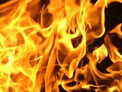 У Києві горів ринок: масштабна пожежа загрожувала страшним вибухом (фото, відео)