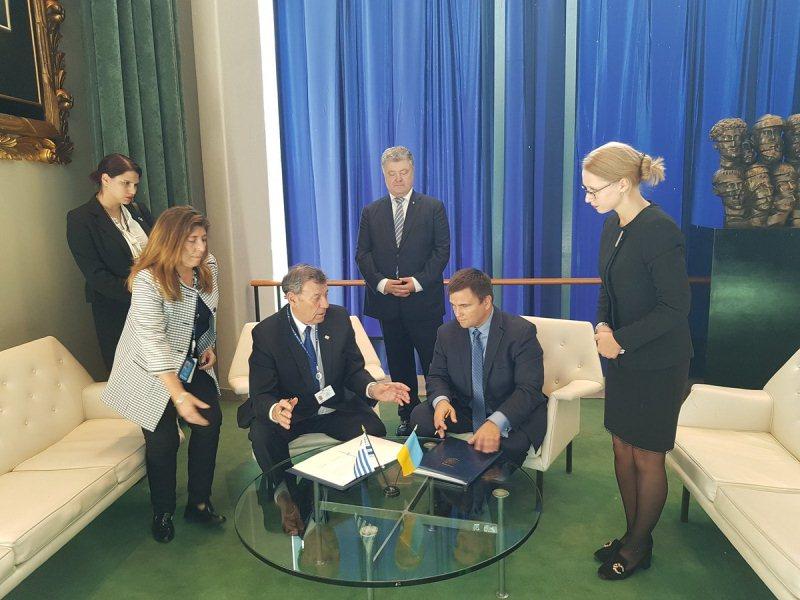Україна підписала угоду про безвізовий режим з Уругваєм