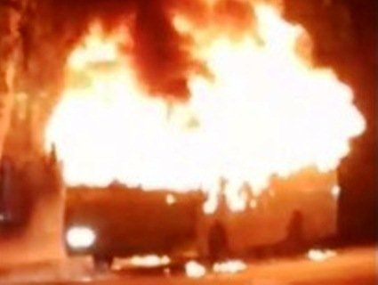 Рухомий факел: у Чернівцях на ходу спалахнула маршрутка