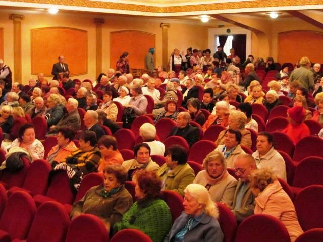 Святковий концерт «Уклін мудрості, досвіду і прожитим рокам» з нагоди Міжнародного дня людей похилого віку та Дня ветерана України у Луцьку фото 1