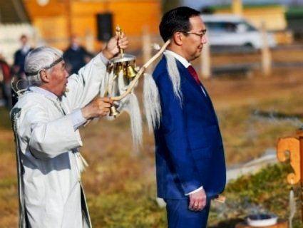 Нового губернатора окурили димом з підпаленої гриви коня