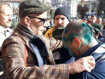Тітушки перетворили київського депутата на «фантомаса» (фото)