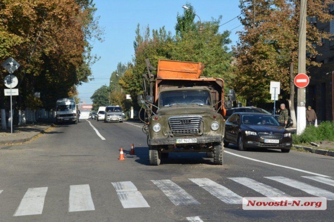 П'яний водій сміттєвозу протаранив Лєнд Крузер