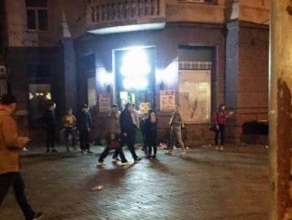 У Києві дитяча банда розгромила і пограбувала магазин прямо під Радою
