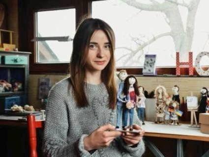 Луцька майстриня виготовляє лялькові копії світових та українських зірок (фото, відео)