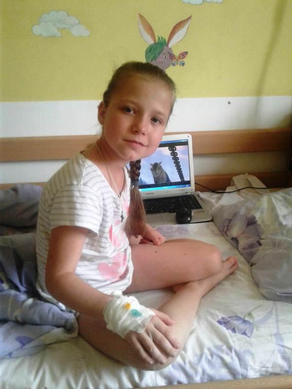 Хвора дівчинка з Любешова Поліна