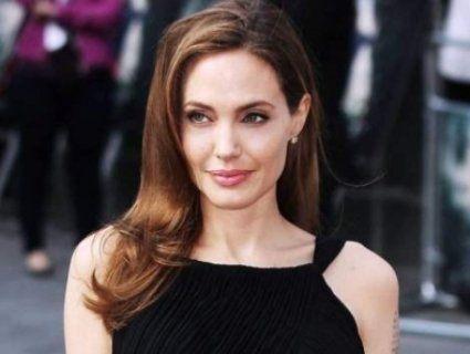 Новою жертвою Анджеліни Джолі став Кіану Рівз