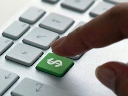 Як українки заробляють гроші голяком перед веб-камерами