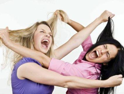 У Луцьку, поблизу відомого бару, зав'язалася дівчача бійка