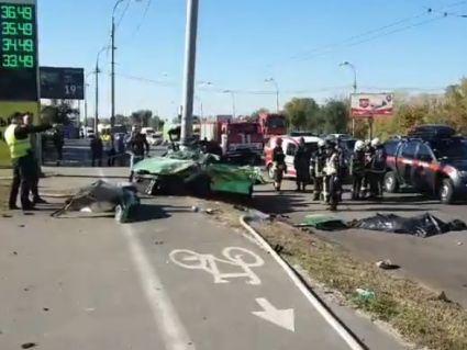 В смертельній аварії двоє загинуло, одному відірвало ноги, інші без свідомості (фото, відео)