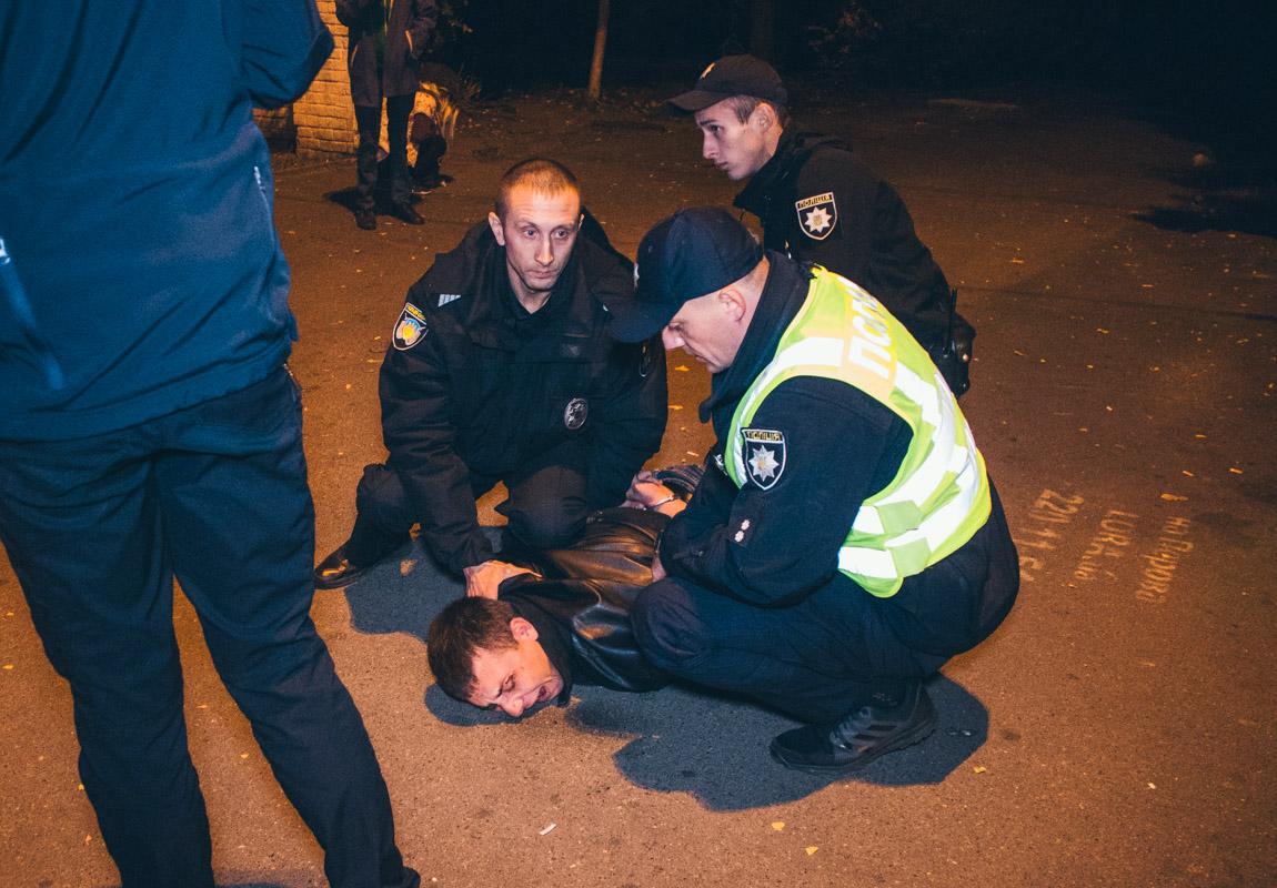У Києві вагітна жінка билася з поліцейськими