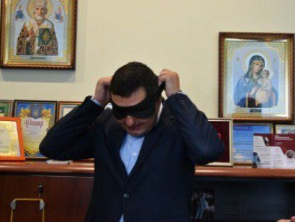 «Осліплий» чиновник тестував тролейбус