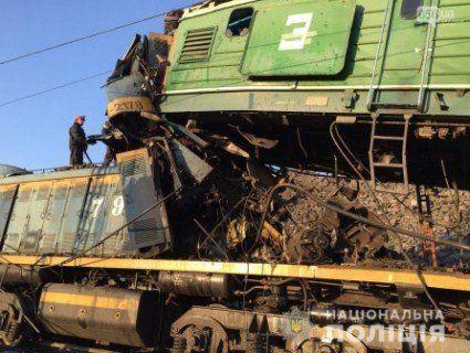 Деталі від поліції про епічне зіткнення електровозів на Дніпропетровщині (фото)