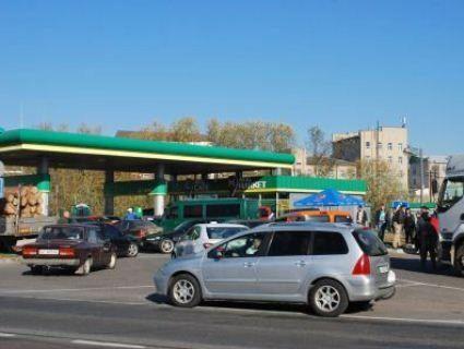 Пальне у Горохові - дорожче, ніж в Києві: люди продовжують блокувати заправки (фото)