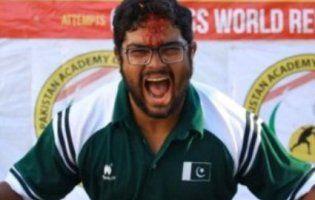 Пакистанець розтовк лобом рекордну кількість горіхів (відео)