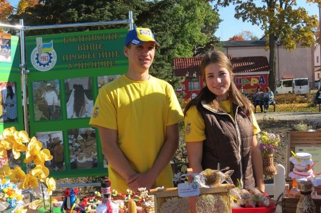 Відкриття пам'ятника бджолі у Маневичах фото 7