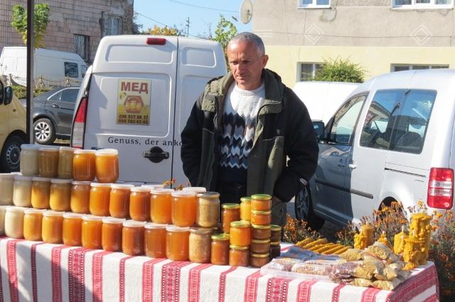 Відкриття пам'ятника бджолі у Маневичах фото 6