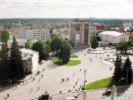 Одну з центральних вулиць Луцька засадять канадськими липами (фото)
