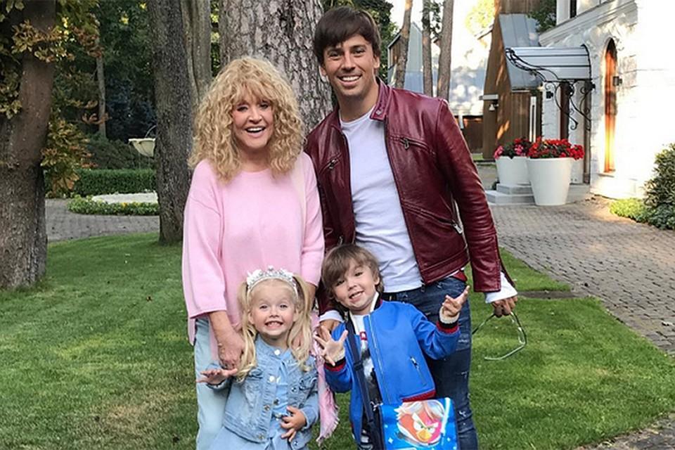 Алла та Максим з дітьми