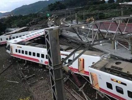 Страшна залізнична аварія на Тайвані: 17 загиблих