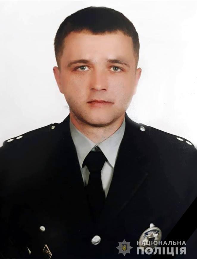 21-річний поліцейський не впорався з керуванням і розбився.