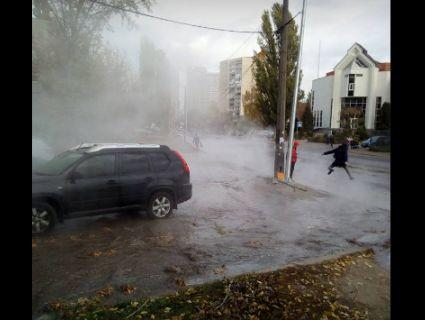 Киянам порадили грітися біля «асфальтних гейзерів» (фото)