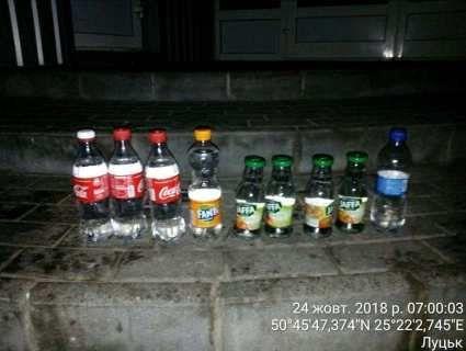 У Луцьку торговка «самопалом» ховала «товар» у смітті (фото)