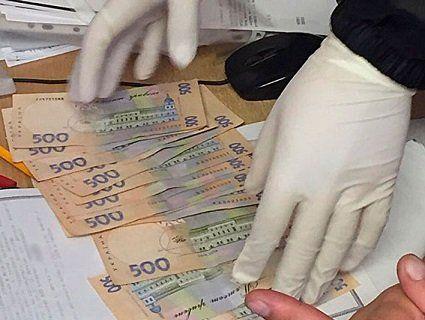 На Рівненщині затримали держслужбовця на отриманні хабара