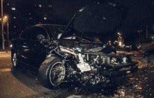 У Києві захмелілий гонщик влаштував розборки з поліцією: зіткнулося 5 авто (відео)